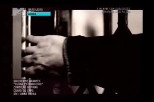 Still da estreia do Videoclipe Olhar Estrangeiro na MTV - Direção: Anna Turra
