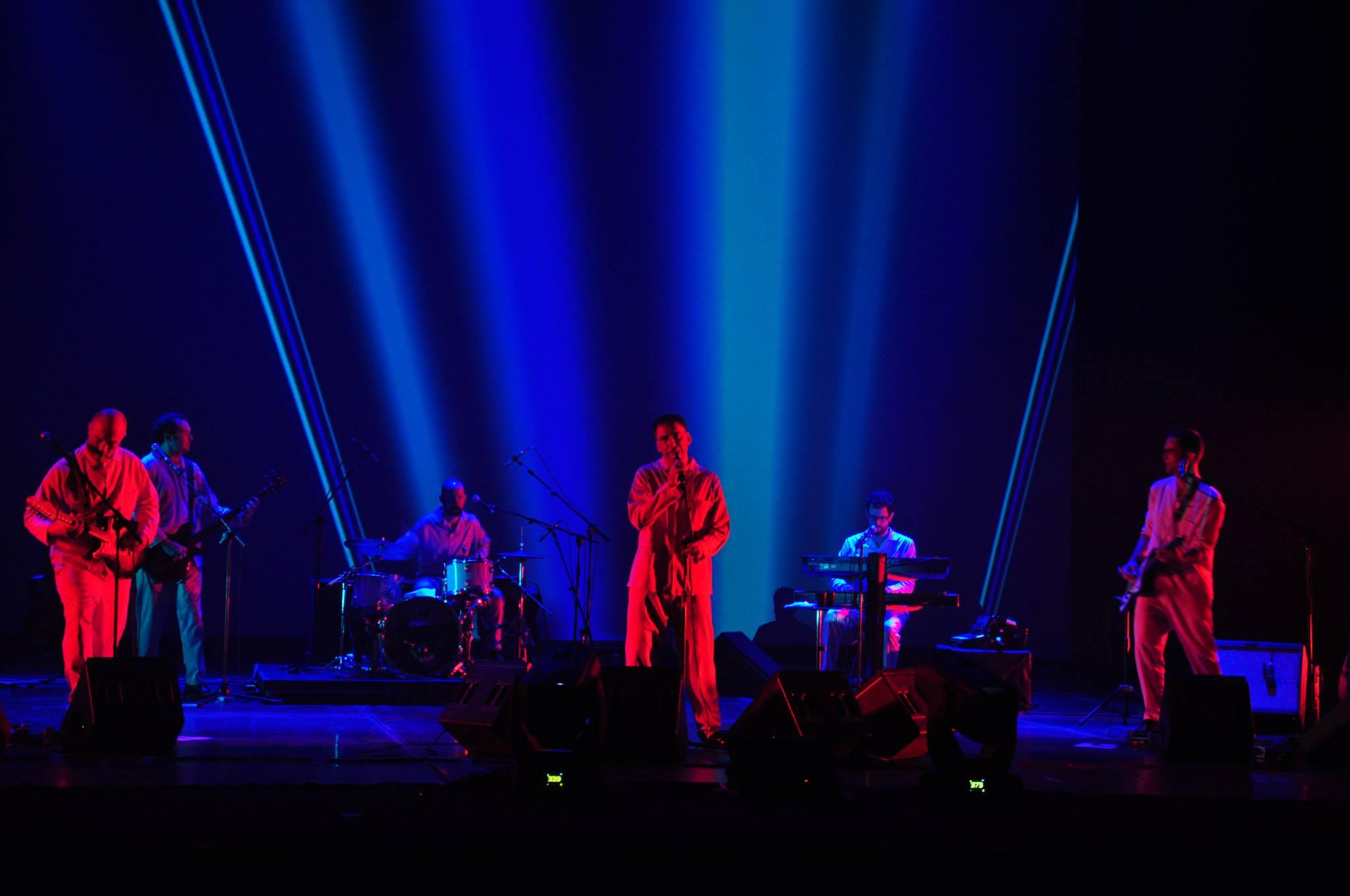 Luz e projeções de Anna Turra. Foto: Renato di Giorgio